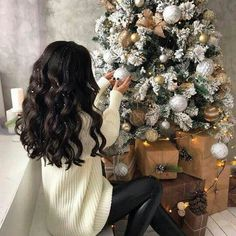 Here is a series of 50 hairstyles to help you choose your Christmas Hairstyles & Holiday hairstyles. Whimsical Christmas, Christmas Mood, All Things Christmas, Christmas Tumblr, Christmas Lights, Followers En Instagram, Instagram Posts, Xmax, Christmas Aesthetic