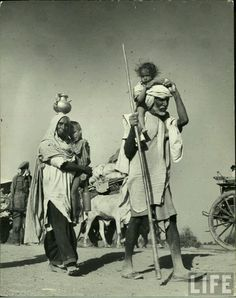 Indian refugees walking to Indian side after partition.