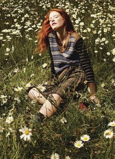 I would love to be her, right now! Laying down on the grass under the sun...mmmmm