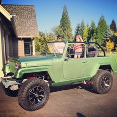 We like this guys style!! Professional golfer Ben Crane recently posted this photo of his 1971 fully restored Jeepster. Looks like the kids are loving it! Would you rock this Jeepster?