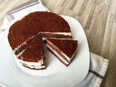 Deze suikervrije en koolhydraatarme chocolade kwarktaart met Steviala stevia zoetstof is om van te smullen! Gezond, lekker, makkelijk om te maken en in een mum van tijd klaar! Bezoek de weblog van Steviala voor veel meer koolhydraatarme en suikervrije recepten! Healthy Vegetable Recipes, Quick Healthy Meals, Healthy Snacks, Vegetarian Recipes, Low Calorie Dinners, Low Calorie Recipes, Brownie Recipes, Snack Recipes, Dinner Recipes
