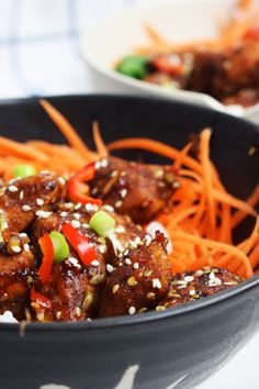 A sensational, low syn, Fakeaway recipe for Sticky Sesame Chicken Pieces that will beat anything from your local takeaway! Slimming World Chicken Recipes, Slimming World Recipes, Good Food, Yummy Food, Tasty, Skinny Recipes, Healthy Recipes, Sticky Chicken, Sesame Chicken