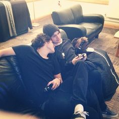 Harry (cuddling!) with Michael from 5SOS. Aw, babes.