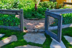 Chicken Wire Garden Fence 27 DIY Cheap Fence Ideas for Your Garden, Privacy, or Perimeter - Page 2 of 3 Fenced Vegetable Garden, Diy Garden Fence, Garden Privacy, Backyard Fences, Garden Gates, Backyard Landscaping, Backyard Ideas, Landscaping Ideas, Garden Web