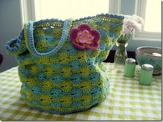 crochet bag with flat wheel bottom, wheel stitch in two colors, and bobble stitch edging