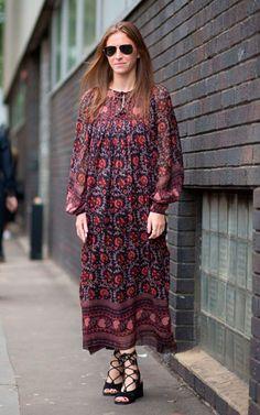 Vestido boho: os vestidos fluidos com mangas bufantes e estampa paisley são ícones dos anos 70.