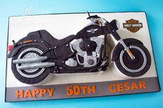 Torta personalizada con diseño de moto Harley Davidson Fat Boy en 2 dimensiones / 2D motorcycle cake.