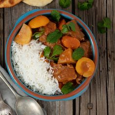 Balance the spicy with a little sweet in this easy-to-prepare beef curry. Healthy Family Meals, Healthy Snacks, Curry Ingredients, Masala Curry, Slow Cooked Beef, Beef Curry, Carrots And Potatoes, Curry Recipes, Winter Food