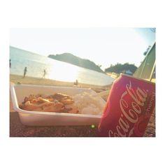 毎日こんな日がいいな #やっぱジャークチキンは裏切らないね #ピース #おいしかった # #チェリー味のコーラはまずかった #sunset #okinawa #okuma #jerkchicken #jamaicanfood #cocacola #cherry #beachside #beach #lifeisgood by loconawa1993