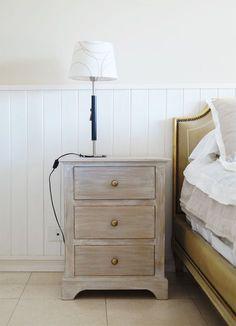 mesa-de-luz-con-3-cajones-clasic-antigua-madera Decor, Sofa Table, Sweet Home, Furniture, Interior, Girls Bedroom, Dresser As Nightstand, Home Decor, Room