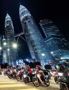 photo Petronas Towers, Drink List, Small Bars, Summer Vacations, Cool Bars, Kuala Lumpur, Weekend Getaways, Jet Set, Bangkok