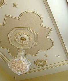 Inspiration for ceiling decor and ceiling design inspiration. Inspirational images of beautiful ceilings and inspiring ceiling details. How to use molding and other architectural products to create gorgeous ceiling Dining Room Ceiling Design, Plaster Ceiling Design, Pop Ceiling Design, Bedroom False Ceiling Design, Home Ceiling, Ceiling Decor, Beautiful Ceiling Designs, Pop Design For Roof, Ceiling Detail