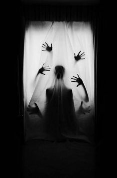 The shadows of the different hands and the figure in this picture make it look much more creepier. Creepy Photography, Horror Photography, Surrealism Photography, Dark Photography, Safia Nolin, La Danse Macabre, Photo D Art, Graphic, Dark Art