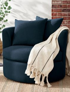 Reward yourself with a little piece of paradise. Curl up and read, watch a movie, or just relax. Heidi has been created for comfortable, worry-free living. Sized to fit even small spaces, plus the Livesmart® Performance Fabric features spill-and-stain-repelling technology that wraps every fiber in protection.