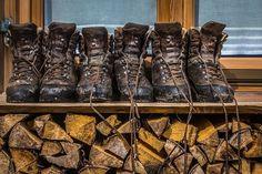 Dein perfekter Wanderurlaub inmitten des beeindruckenden Bergpanoramas des Kleinwalsertals Combat Boots, Mountain, Fun, Shoes, Summer Vacations, Zapatos, Shoes Outlet, Shoe, Footwear