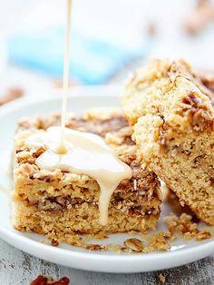 This coffee cake recipe is SO yummy with the cinnamon sugar-y, crunchy pecan streusel and smothered in a sweet, warm, maple-y glaze! showmetheyummy.com #coffeecake #holidaybaking