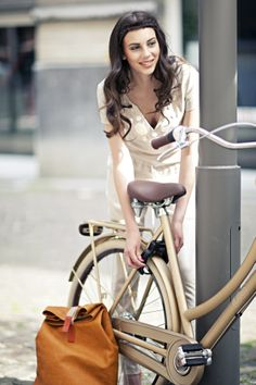 #fashionista #design #bike #fashion #cortina #gold #brooks #pretty Stijlgroep Utility
