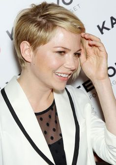 Girly Inspiration » Michelle William's Short Asymmetrical Hairstyle