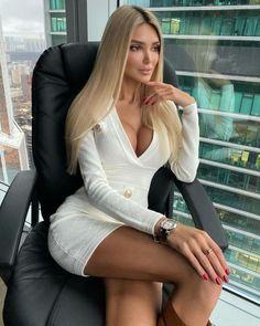 Women With Beautiful Legs, Very Beautiful Woman, Stunningly Beautiful, Pretty Woman, Pernas Sexy, Fashion Beauty, Womens Fashion, Photography Women, Poses