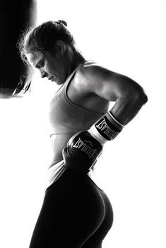 Ronda Rousey curvy ass in tights Ronda Jean Rousey, Ronda Rousey Hot, Belle Nana, Rowdy Ronda, Ufc Fighters, Wwe Girls, Beautiful Athletes, Martial Arts Women, Fit Girl