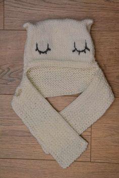 Un bonnet écharpe pour bébé de 1 à 2 ans. Tutoriel accessible pour les débutants.