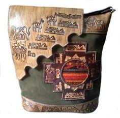 75bf969be4d3f Handgefertigte  Handtasche aus echt  Leder. Inka Motive handgeschnitzt aus  Pura Peru Sporttasche