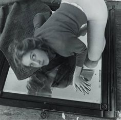 Untitled (Self-portrait kneeling on a mirror), 1975 by Francesca Woodman on Curiator, the world's biggest collaborative art collection. Francesca Woodman, Rhode Island, Ansel Adams, Black White, Black And White Pictures, Vivian Maier, Exposure Time, Digital Museum, Collaborative Art