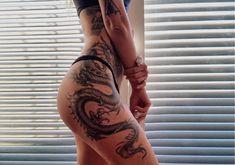 Side Leg Tattoo, Side Thigh Tattoos Women, Hip Thigh Tattoos, Hip Tattoos Women, Back Tattoo Women, Dope Tattoos, Pretty Tattoos, Body Art Tattoos, Dragon Tattoo Ankle