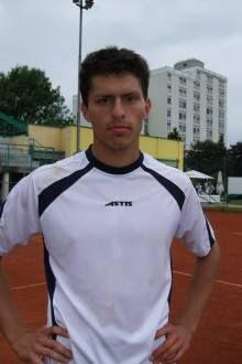 Najboljši prekmurski tenisač Tomislav Ternar iz Beltinec, ki je trenutno 623. na svetovni lestvici, je na mednarodnem teniškem turnirju na Bolu na otoku Brač z nagradnim skladom 10.000 ameriških dolarjev v prvem kolu glavnega turnirja premagal Danijela Nollana iz Avstralije.