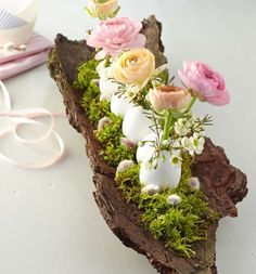 10 craft and many decoration ideas for festive Easter table decorations .- 10 Bastel- und viele Dekoideen für festliche Ostertischdeko und fröhliche Osterstimmung Craft ideas Festive Easter Table for–and-cheerful Easter mood-with-bark and flowers - Easter Table Decorations, Easter Centerpiece, Log Centerpieces, Easter Decor, Deco Floral, Art Floral, Nature Decor, Deco Table, Easter Crafts