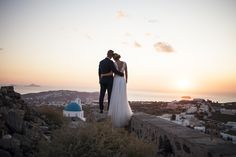 Wedding photo shoot in Pyrgos, Santorini #santoriniphotographer #santorini #greekisland #santoriniwedding #sunset #evarendlphotography