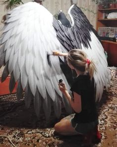 The video consists of 23 Christmas craft ideas. Angel Wings Costume, Cosplay Wings, Diy Angel Wings, Diy Wings, Cosplay Diy, Dark Angel Costume, Halloween Kostüm, Halloween Cosplay, Halloween Makeup