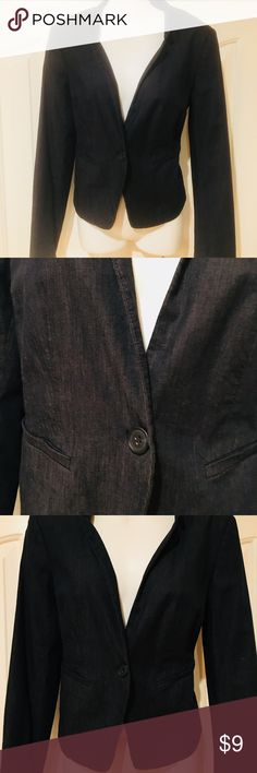 Women's Ann Taylor size 4 Fitted denim blazer Ann Taylor Dark blue fitted stretch denim blazer. You can accessorize it profesional for work or cute and trendy for Happy hour. Very lightly worn, almost new. Ann Taylor Jackets & Coats Blazers