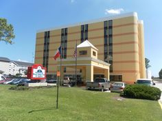 Houston (TX) Americas Best Value Inn And Suites Bush Intl Airport West United States, North America Americas Best Value Inn And Suites Bush Intl Airpo is conveniently located in the popular North Houston area. The hotel has everything you need for a comfortable stay. Wi-Fi in public areas, car park, smoking area are there for guest's enjoyment. Guestrooms are fitted with all the amenities you need for a good night's sleep. In some of the rooms, guests can find non smoking room...