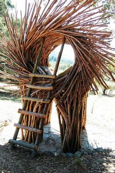California-based artist Jayson Fann designs and creates spirit nests which are big enough for humans. Each nest is an interactive and functional art Outdoor Sculpture, Sculpture Art, Sculptures, Land Art, Garden Archway, Natural Architecture, Ephemeral Art, Nature Crafts, Beach Art