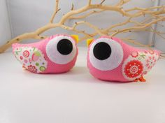 Items similar to love birs doorstops/ paperweights/ plushbellamina's love birdie Left n Right - Set of 2 on Etsy Diy Art Projects, Sewing Projects, Door Draught Stopper, Door Stopper, Diy Doorstop, Diy Toys, Softies, Make And Sell, Felt Crafts