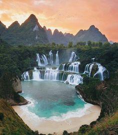"""So Vietnam Travel on Instagram: """"Magnifiques chutes de Ban Gioc, vous pouvez vous croire dans Jurassic Park! Solo, en couple ou en groupe, nous vous organiserons la…"""""""