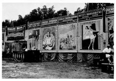 Another Freak Show set up on the Circus Midway. At one time there were various acts and other things like fortune telling,tattoo booths,dice games and generally anything else that was not suitable for the Big Top. Old Circus, Circus Train, Circus Acts, Circus Theme, Vintage Circus, Vintage Carnival, Show Photos, Old Photos, Vintage Photos