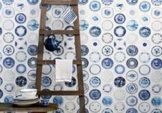 Delft blue plates in wallpaper. Blue And White China, Blue China, Love Blue, White White, Blue Grey, Delft, Ornament Tapete, B&w Wallpaper, Kitchen Wallpaper