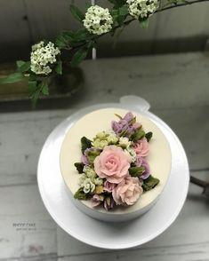. . . . ▫️정규반 첫번째 수업 (student works) ▫️즐거운 만남 . . . #앙금플라워 #플라워케이크 #플라워케이크클래스 #꽃케이크 #로데케이크 #오페라케이크 #떡케이크 #koreanflowercake #flowercake…