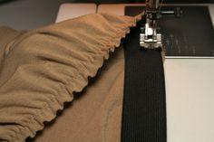 Cours couture débutant pour apprendre à coudre les élastiques directement sur le tissu. Avec beaucoup de photos et une vidéo.
