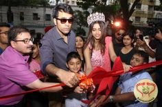 Fashion destination fbb launched its largest store in Kolkata. The retail launch was graced by Abir Chatterjee, Mimi Chakraborty and others.