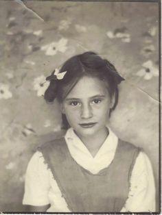 Cool Backdrop  Mom around 1950; Cherokee-Scottish-Texan background