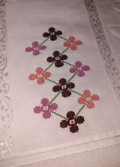 El emeğim ➿ Havlu Cross Stitch Borders, Bargello, Cross Stitch Embroidery, Diy And Crafts, Projects To Try, Color, Embroidered Towels, Bath Linens, Cross Stitch Love