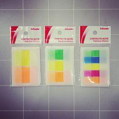 【付箋】コンタクタノート レインボーマーカー¥300/蛍光色のフィルム付箋です。ケースタイプなので、ペンケースに入れて持ち運べます。