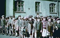 Lodz, Poland, Children standing in line for food. 400 color images of the Lodz ghetto, taken by Walter Genewein. Warsaw Ghetto, Spiegel Online, Lest We Forget, Persecution, World War Two, Historical Photos, Wwii, Germany, Anne Frank