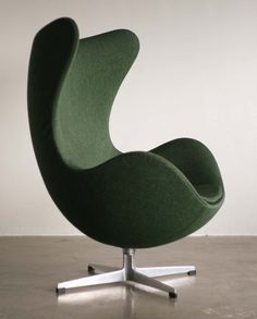 Arne Jacobsen Egg Chair in original vintage green wool. Leather Dining Room Chairs, Living Room Chairs, Leather Chaise Lounge Chair, Leather Recliner, Chair Design, Furniture Design, Plywood Furniture, Long Chair, Arne Jacobsen Chair