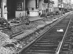Domício Pinheiro/Estadão - Pavimentação darua Domingo de Moraismostra o fim dos bondes como opção de transporte na cidade em 1963. Leia mais em'Os trilhos da Domingos de Morais'