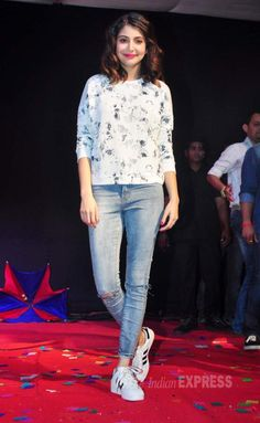 Anushka Sharma promotes at NM college anushka with her white floral top Indian Celebrities, Bollywood Celebrities, Bollywood Fashion, Bollywood Actress, Trendy Dresses, Trendy Outfits, Girl Outfits, Fashion Outfits, Look Fashion