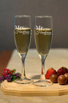 Wedding Champagne Flutes - Mr & Mrs Set - Personalized Champagne Flutes, Wedding Toasting Flutes, Personalized Champagne Glasses Engraved